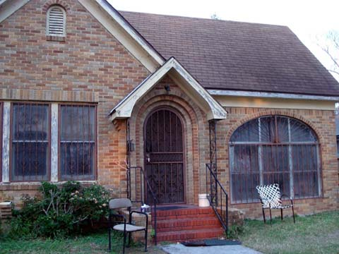 We buy ugly houses in San Antonio for 100% cash.